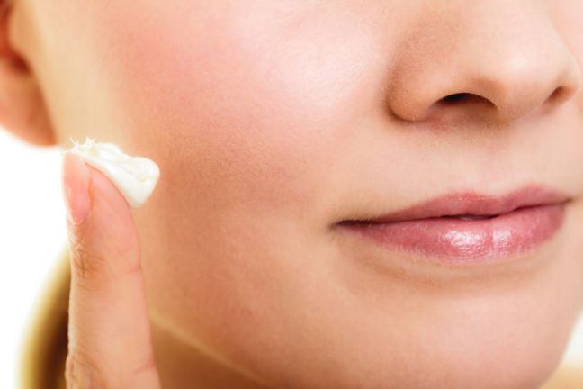 applying-face-cream